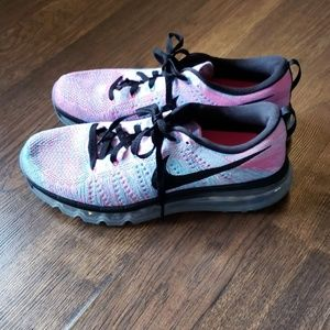Womans Nike Flyknit Max